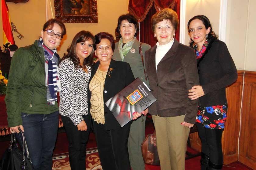 María Eugenia Chalup, Carola Lenz, Graciela Olivares, Sonia de Crespo, Ana María Amora y Alejandra Barzón.