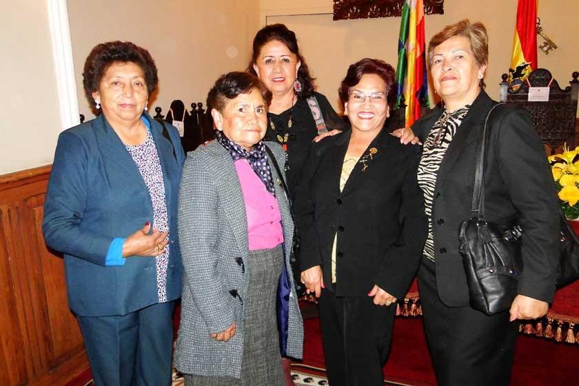 María Luisa Pari, Carmen Daza, Laddy Barriga, Graciela Olivares y María Miranda.