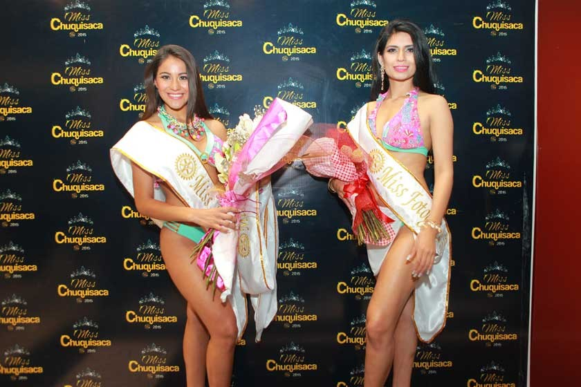 Morelia Herrera, Miss Talento, Miss Silueta y Mejor Sonrisa, junto a Jhosseline Illescas, Miss Fotogénica.