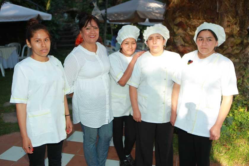 Madeline Pizarro, Ana María Doria Medina, Estefani Chambi, Paulina Paniagua y Eva Andrade.
