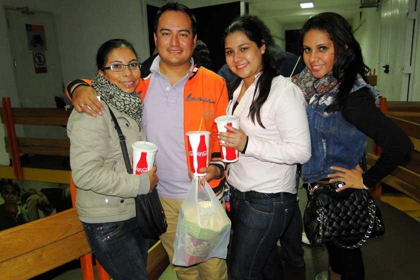 Paola Palenque, Douglas Espada, Laura y Ana Gil.