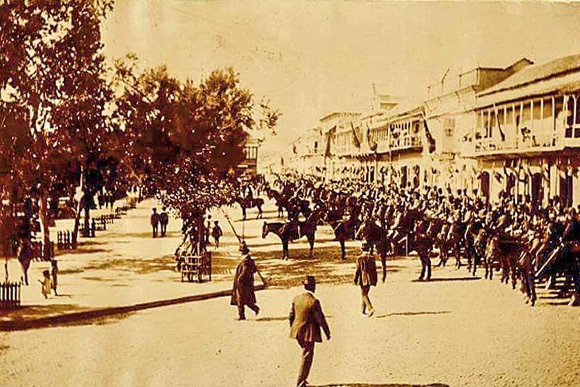 El Regimiento Avaroa en una Parada Militar realizada en la Plaza 25 de Mayo.
