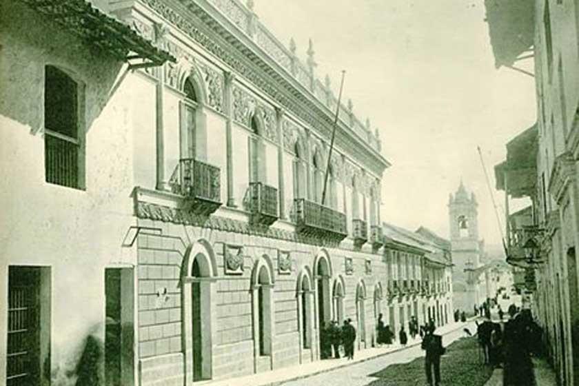 Foto de la calle Aniceto Arce, donde por su arquitectura destaca la Casa Argandoña.
