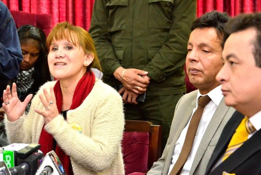Velasco (i) renunció a la presidencia y Paredes (2d) a su condición vocal del TSE. Foto: Archivo