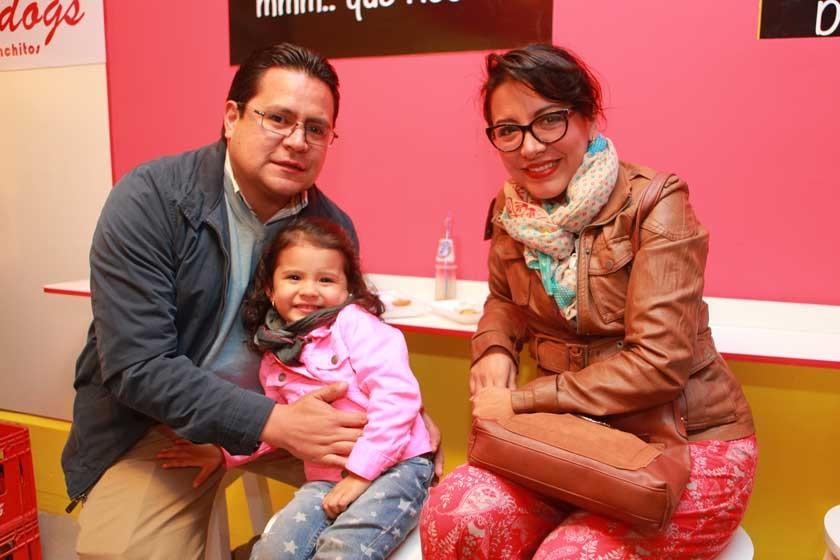Marcelo, y Samantha Pedrazas y Patricia Salgueiro.