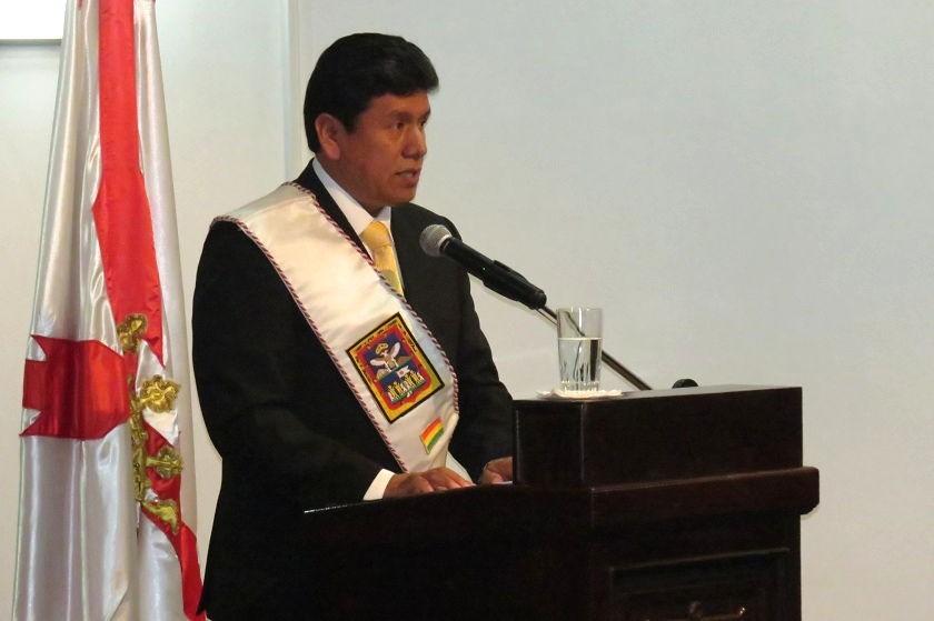 Iván Arciénega durante su discurso tras su posesión. Foto: CORREO DEL SUR