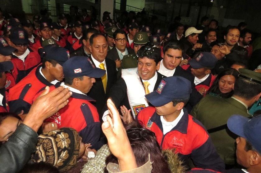 Iván Arciénega tras haber sido posesionado esta noche. Foto: CORREO DEL SUR
