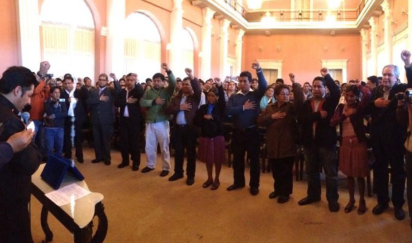 Los 11 Secretarios de la Gobernación durante su posesión de este martes. Foto: Richard Mamani/CORREO DEL SUR