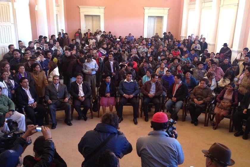 Los 11 Secretarios de la Gobernación minutos antes de su posesión de este martes. Foto: Richard Mamani/CORREO DEL SUR