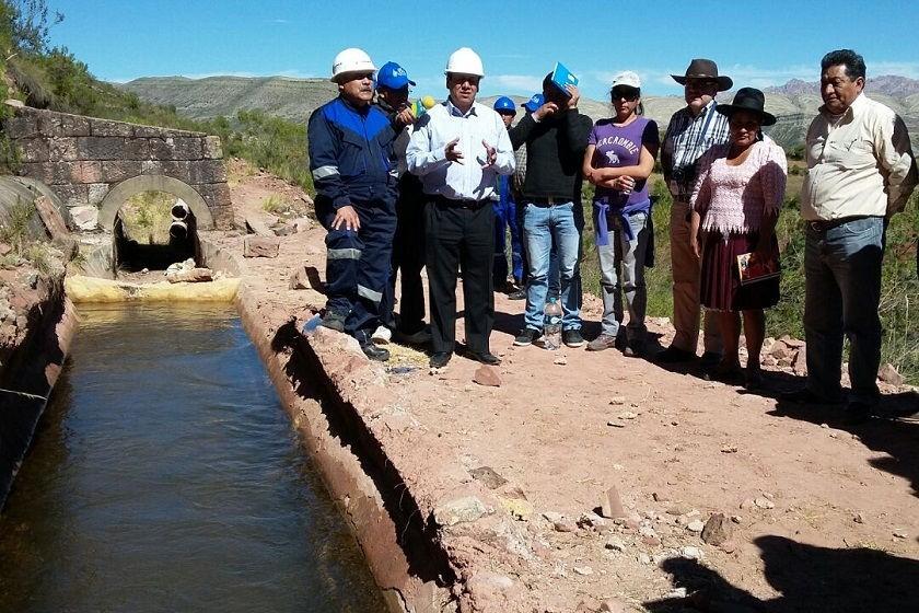 Iván Arciénega inspeccionó el canal Ravelo junto con algunos concejales. Foto: César Vale/CORREO DEL SUR