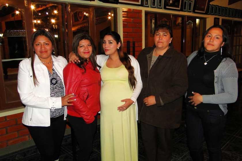 María Angélica Ortiz, Lizetty Hinojosa, Jacqueline Auza, Escarlet Malfert  y Shirley Céspedes.
