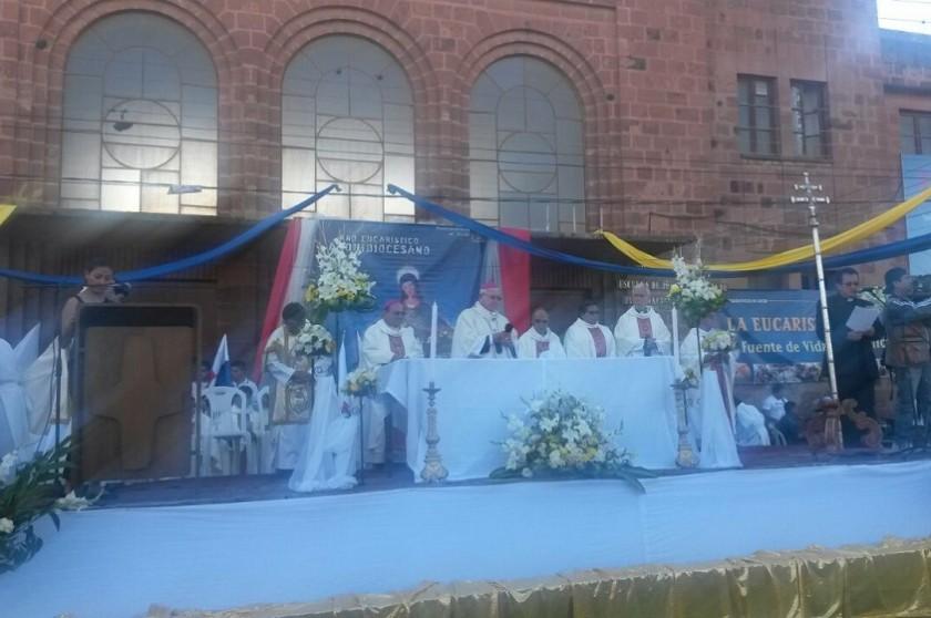 La misa de Corpus Christi se realiza en la plaza Aniceto Arce de Sucre. Foto: CORREO DEL SUR