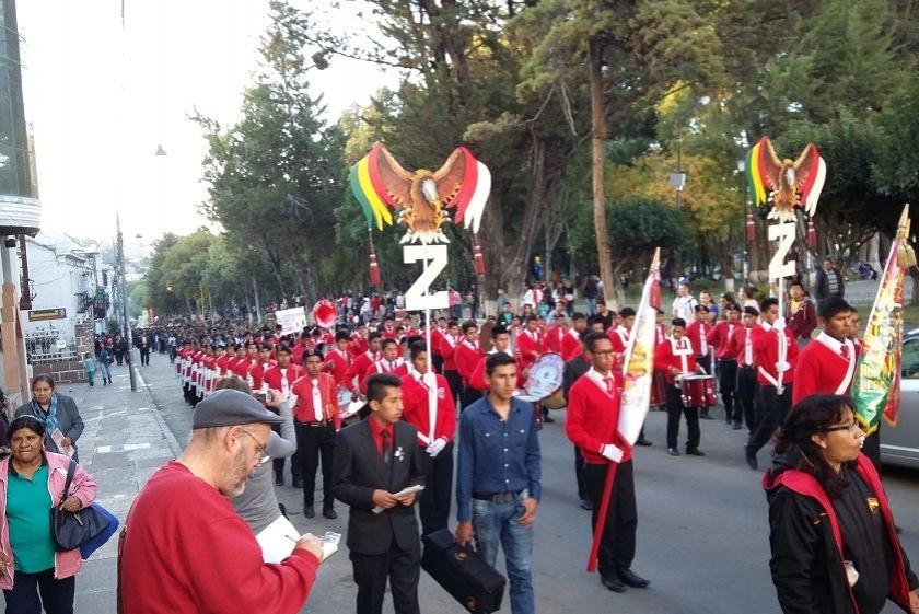 La procesión recorre las calles y avenidas de la Capital. Foto: CORREO DEL SUR