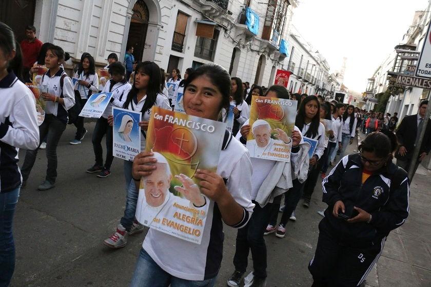 La imagen del papa Francisco no estuvo al margen de la procesión. Foto: CORREO DEL SUR