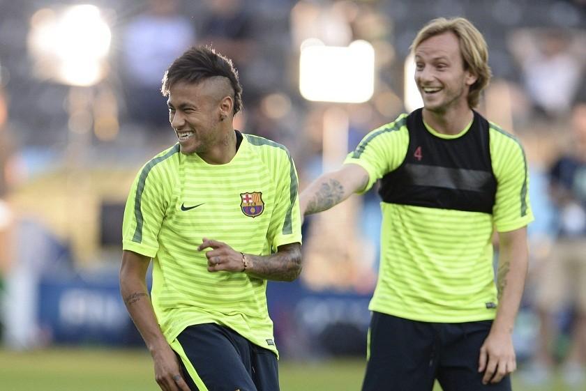 Rakitic (d) anotó el primero luego de una brillante jugada de Neymar e Iniesta. Foto: EFE