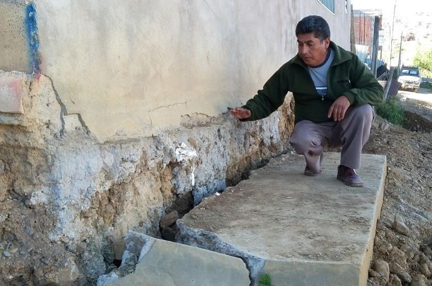 Unas seis casas están afectadas con rajaduras en las paredes y los pisos. Foto: CORREO DEL SUR
