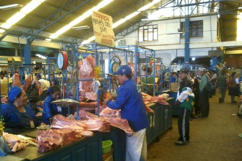 En el mercado campesino algunos puestos vendieron carne de res y de cerdo. Foto: CORREO DEL SUR
