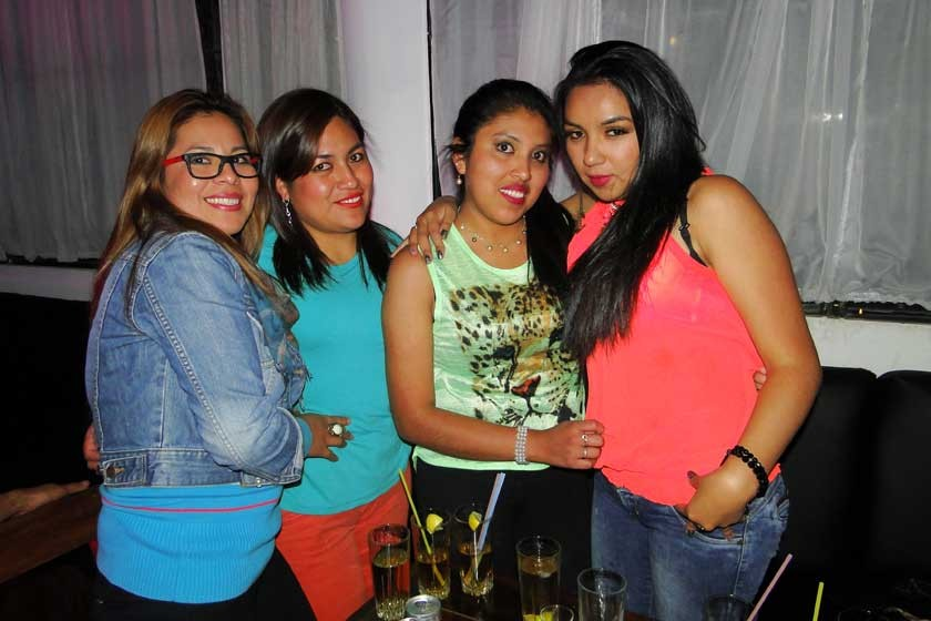 Rocío Rodríguez, Neyza Almendras, Pamela Arteaga junto a la cumpleañera Wendy Arteaga.