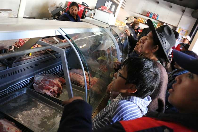 El paro sigue y la gente busca carne