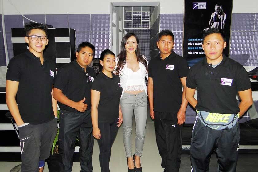 La propietaria Alejandra Aramayo junto a los instructores de Gym Xtreme Cardio.