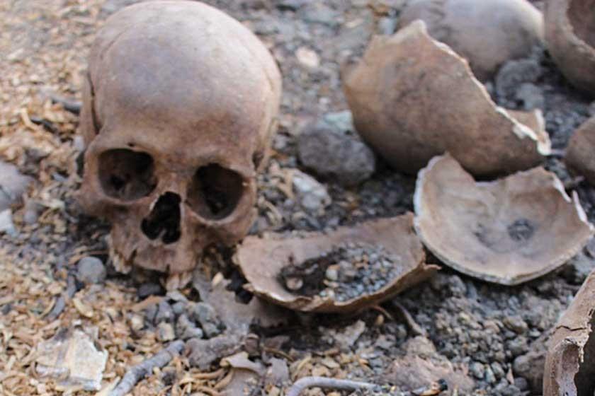 Cráneos bajo los pies