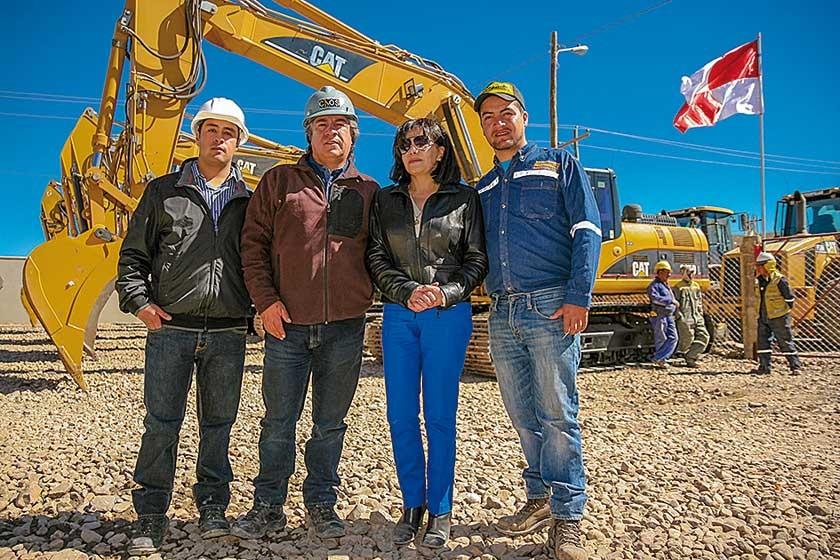 Los socios de la empresa constructora Caos-Ceipec SRL, Rodrigo y Orlando Careaga, junto a sus padres Orlando y Edmy C.