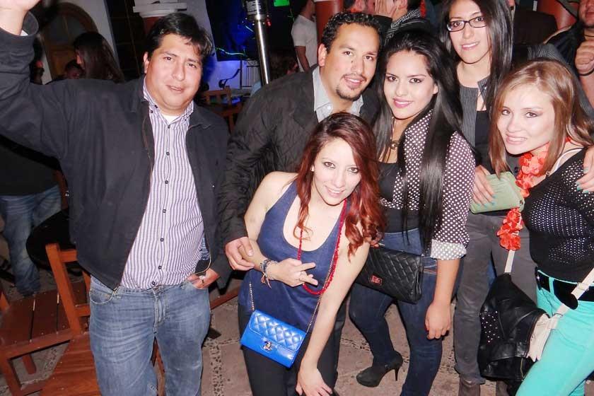 Carlos, Pepe, Victoria, Scarlet, Josh y Samara.