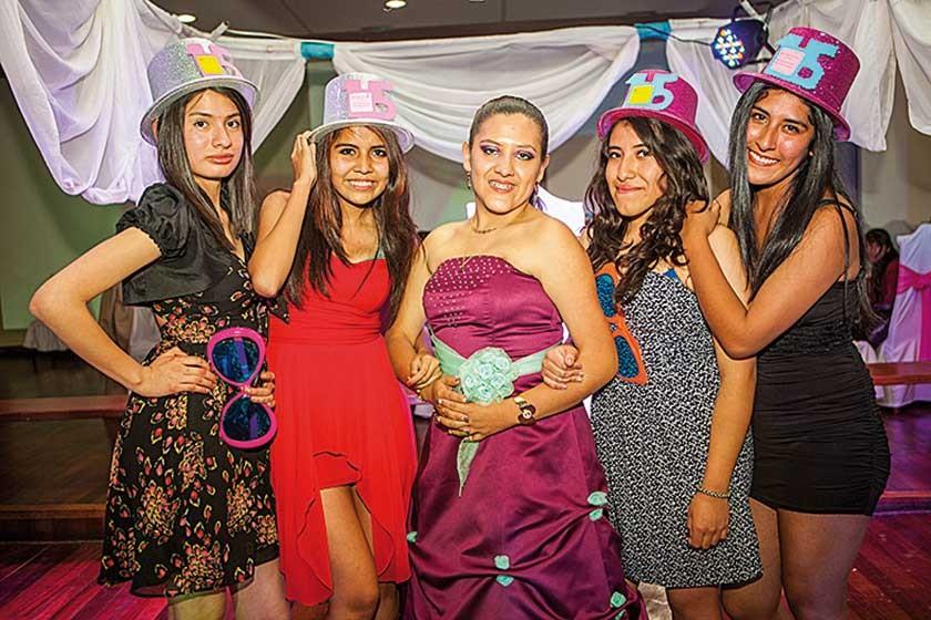 Fernanda Morales, Pilar Vaca, Tania Sahonero, Cecilia Flores y Abril Sauma.