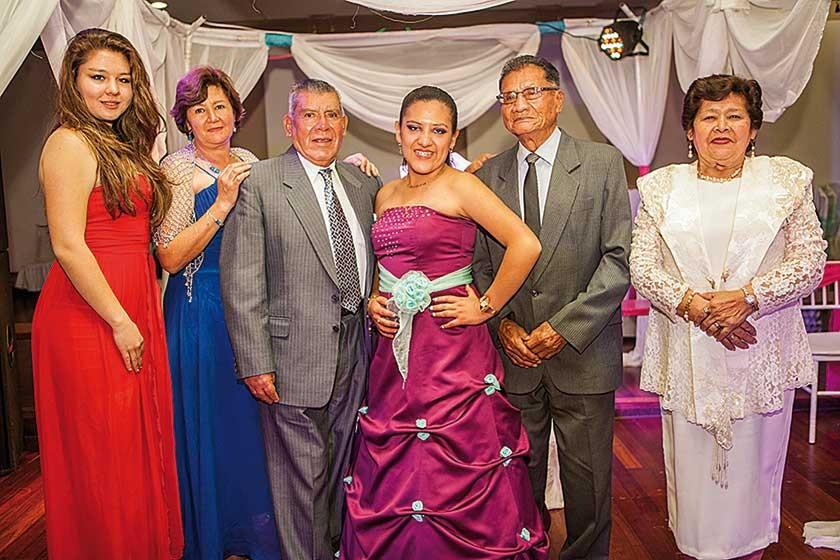 Marcela Iriarte, Daysi Pinto, René Pinto, Tania Sahonero, Félix Sahonero y María Altagracias Montecinos de Pinto.