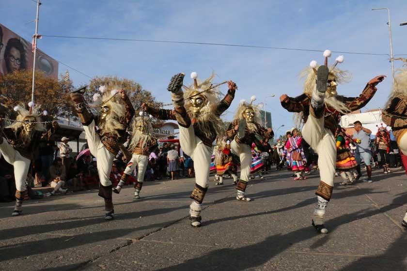 SINCRONIZACIÓN. Los Wititis de la carrera de Turismo demostraron sus habilidades en esta danza.