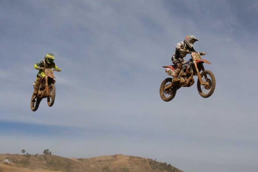 Motociclistas del país se lucen en Sucre