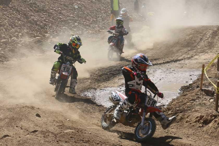 Los más pequeños lucieron sus habilidades al mando de sus motocicletas.