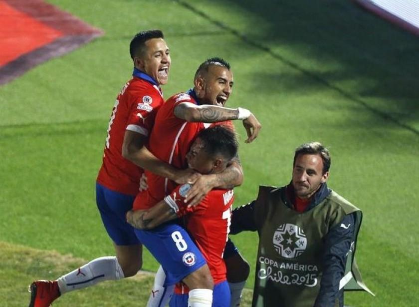 La celebración de los jugadores de Chile tras avanzar a las finales de la Copa. EFE