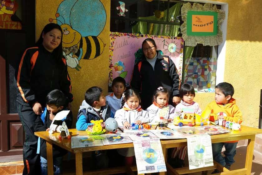 Nivel Nidito junto a la profesora Mariela Martínez y Kenia Villavicencio.