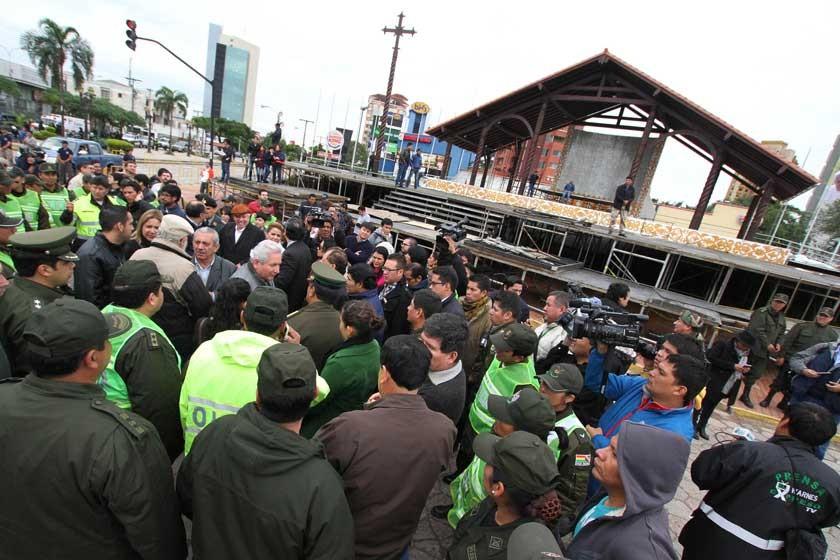 PREPARATIVOS. El presidente Evo Morales y las autoridades regionales de Santa Cruz participan del simulacro