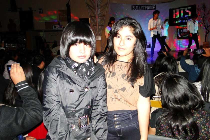 Shine: Yhandira Paredes y Alejandra Chambi.