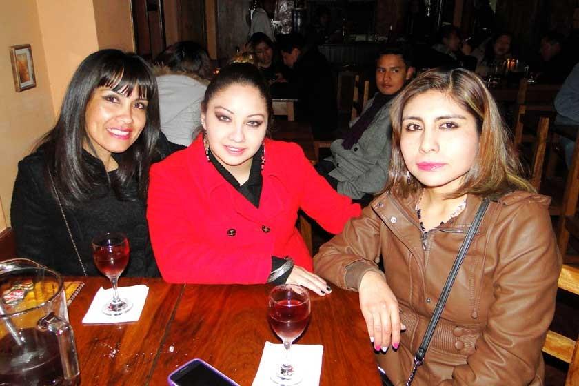 Ximena Ledesma, Nydia Rodrigo y Maribel Reynaga.
