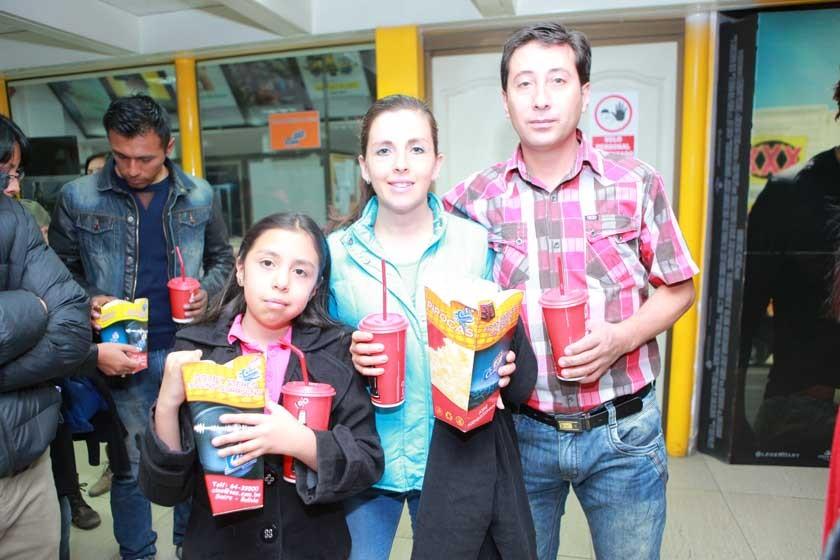 Samantha Iraola, Jimena Cuellar y Julio Careaga.
