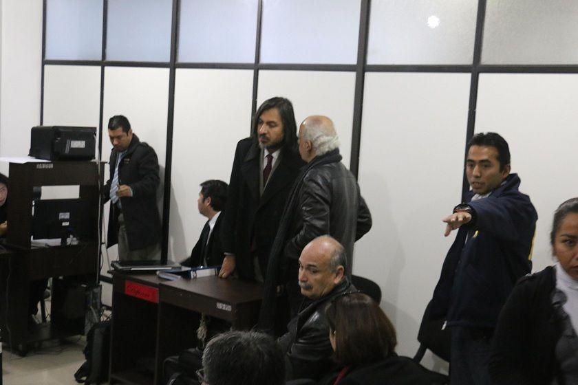 Chávez y Lozada tras la suspensión de la audiencia. Foto: CORREO DEL SUR