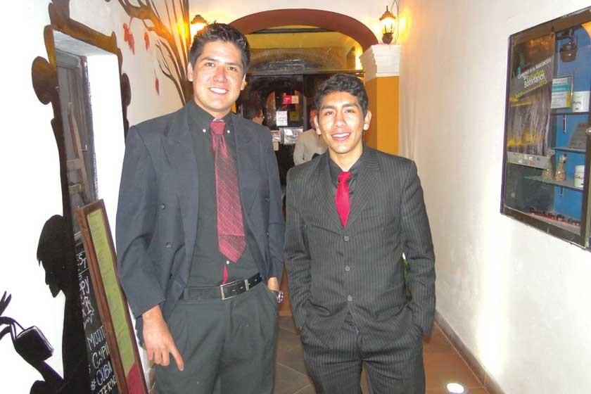 Guido Álvarez y Milton Urdinidea.