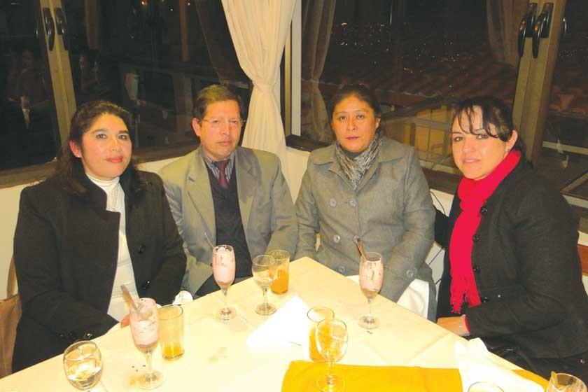 Emma Vallejos, Fausto Flores, Marina Condori y Claudia Siles.