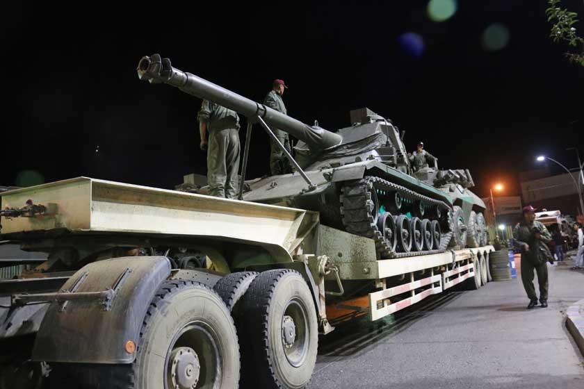 Miles de militares se congregan en Sucre