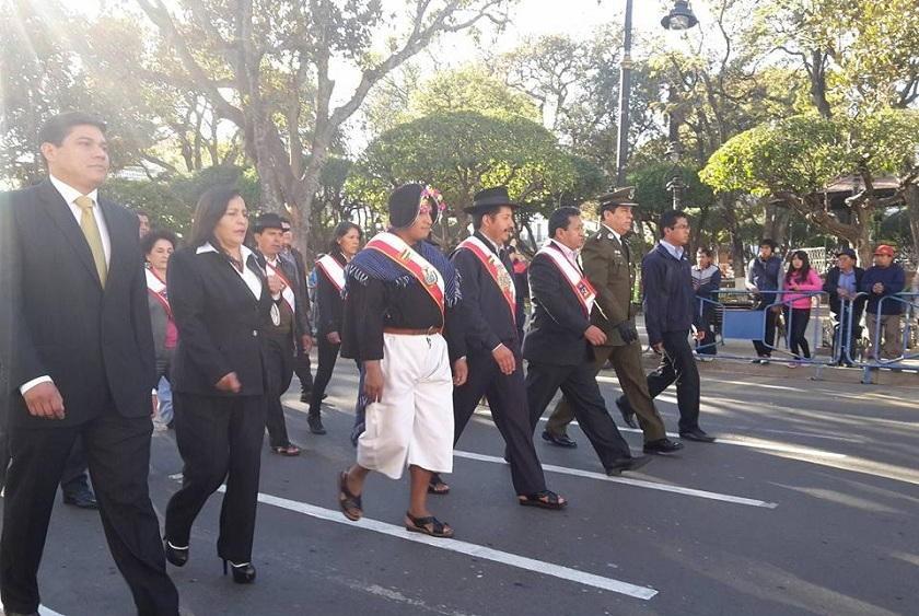 Autoridades de Sucre y Chuquisaca encabezaron el desfile escolar de este miércoles. Foto: Gentileza/Edwin Urizar