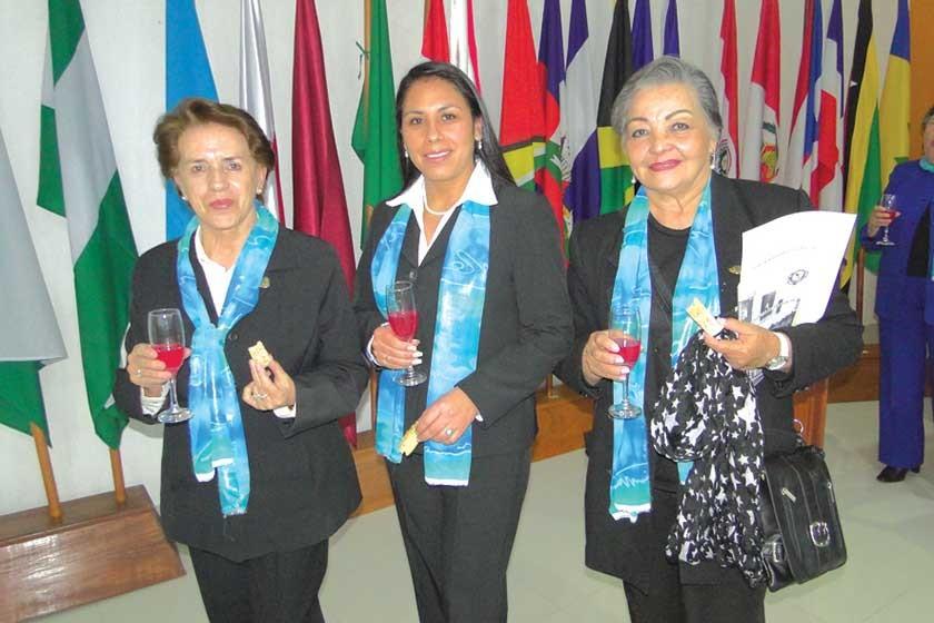 Leonor Samos Gutiérrez, Magda Dipp  y Teresa Cusicanqui.