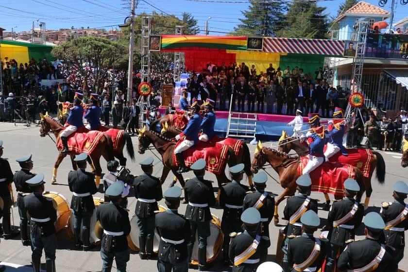 Colorido. Las distintas unidades militares del país, concentradas en Sucre para la gran parada militar