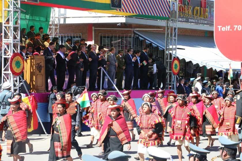DESFILE. El Pujllay Ayarachi rindió su homenaje en la parada militar.