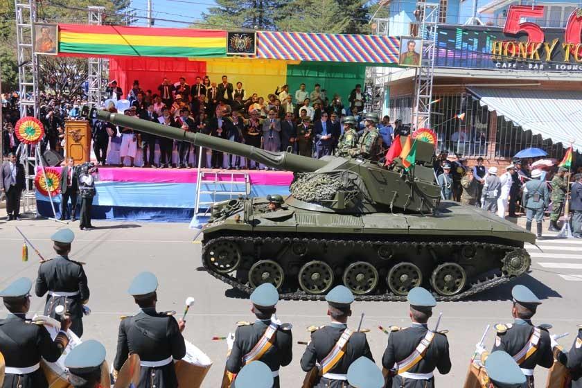 MOTORIZADOS. Los tanques fueron la atracción del desfile militar.