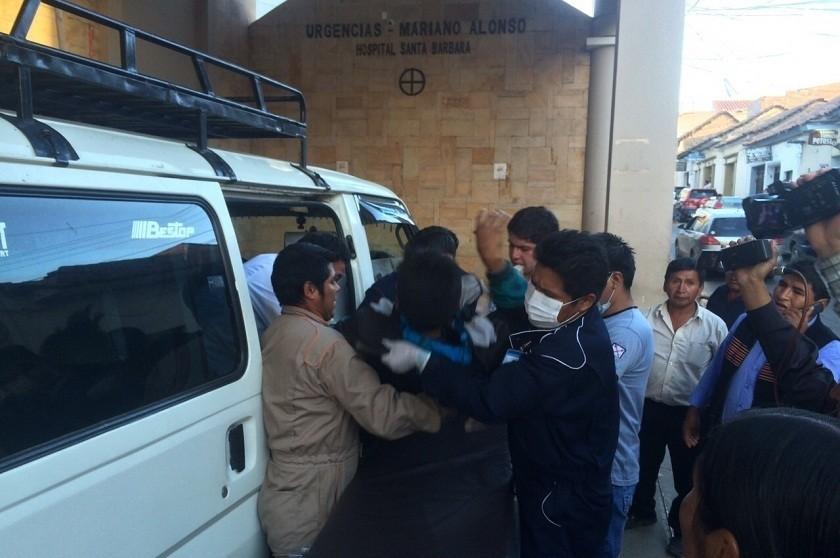 Una ambulancia atropelló a dos personas al trasladar un paciente a Sucre. FOTO: Archivo
