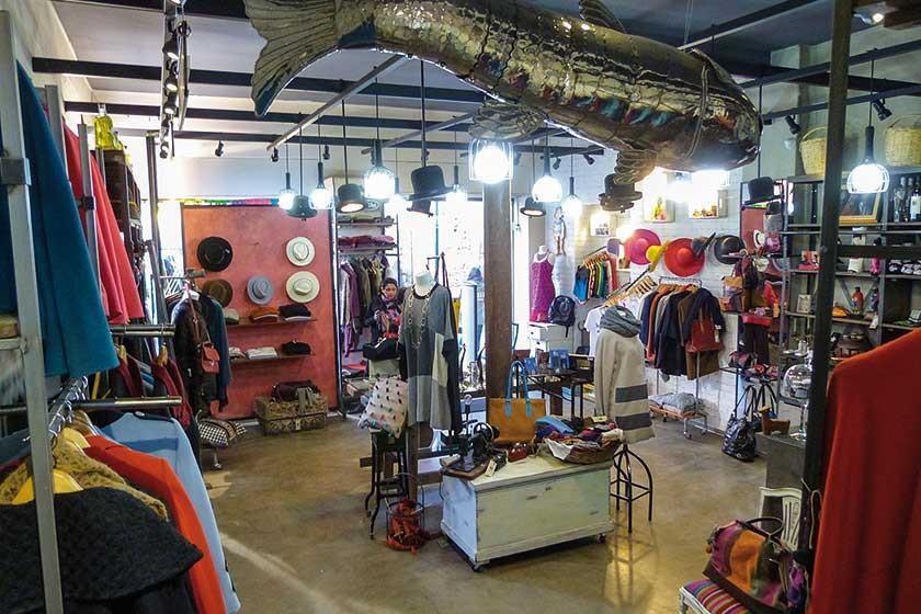 La tienda Mistura, de la calle Sagárnaga en La Paz, tiene un ambiente único en el que se venden productos de artistas