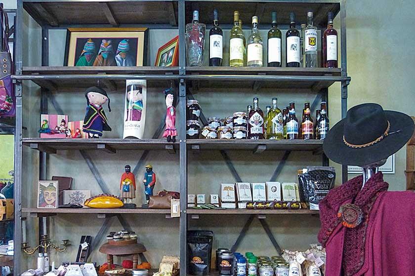 La tienda está dispuesta por áreas; esta foto corresponde al mercadito gourmet.